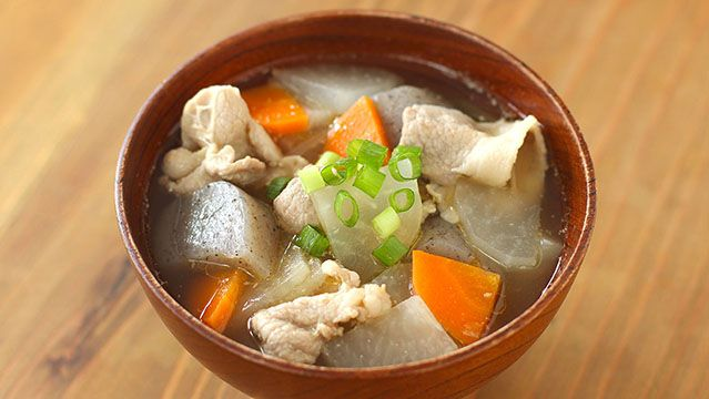 Tonjiru (Miso soup with pork and vegetables)