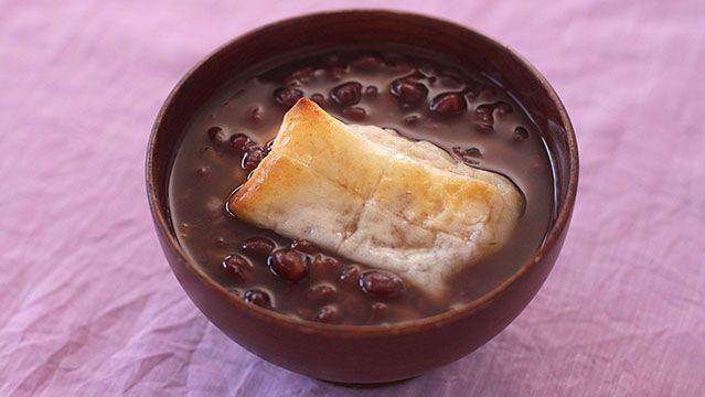 Sweet red bean soup with rice cake