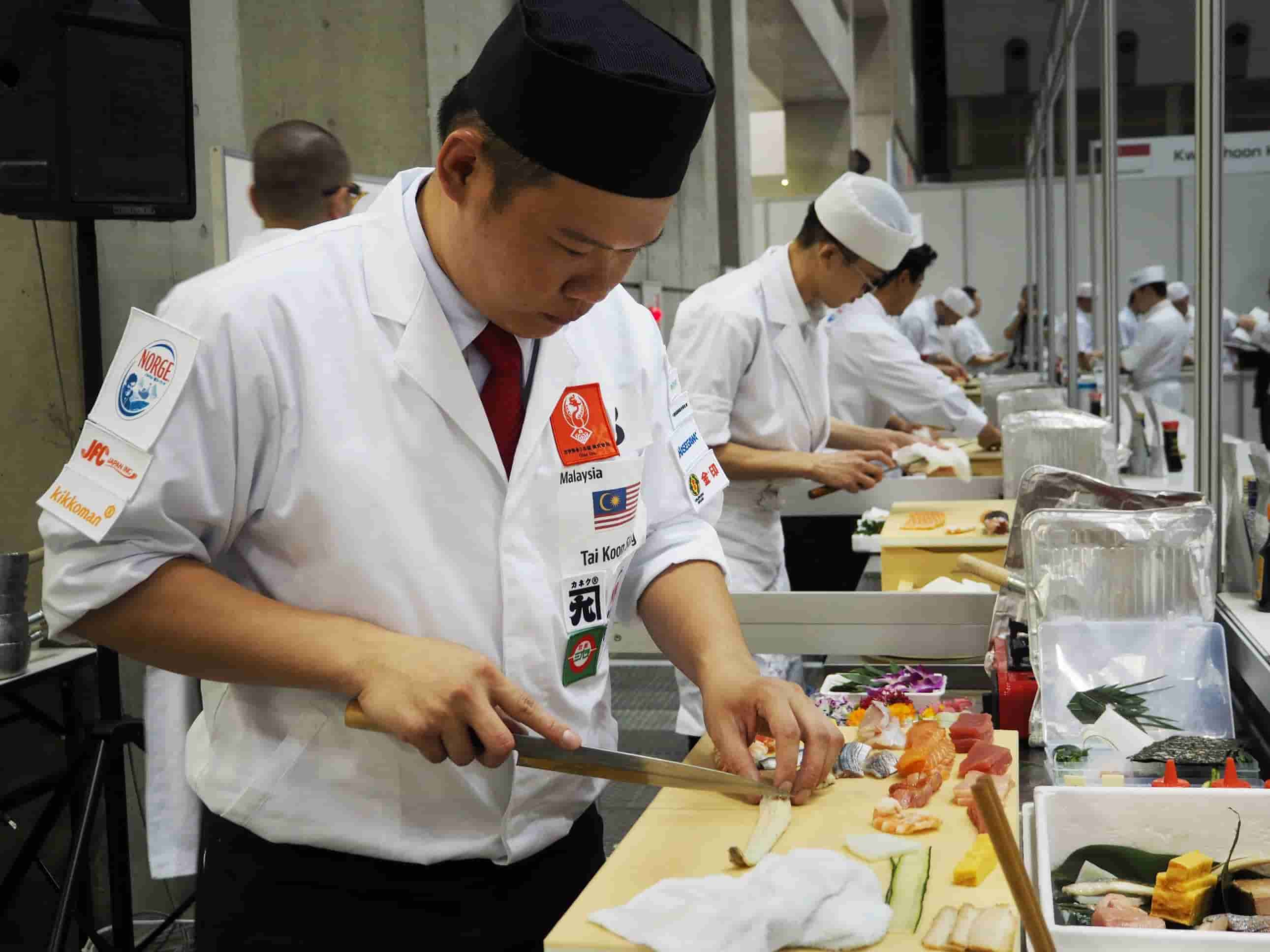 Sushi chefs in the world compete for skills